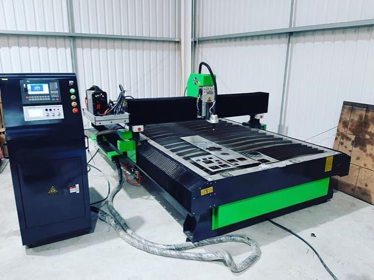 Lift Fabrication Company investește în mașină de tăiat plasmă.
